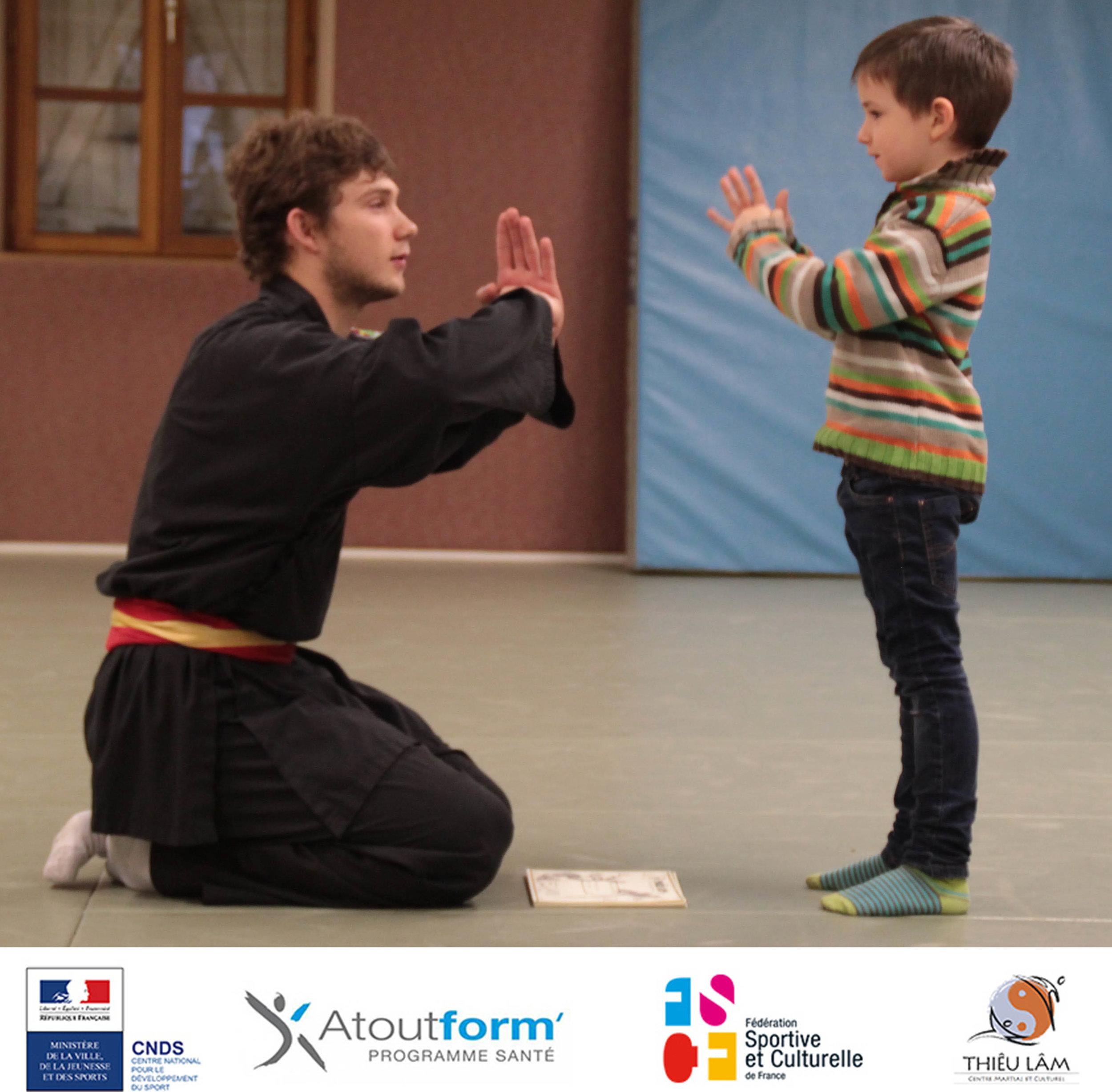 Dylan et un petit pratiquant du Centre Thiêu Lâm.
