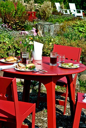 alfresco_dining_round_table_1.jpg