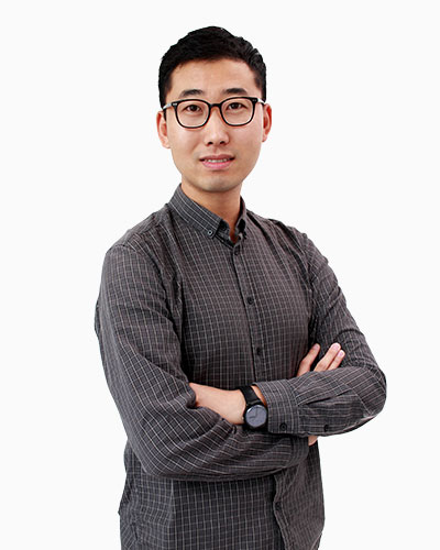Mr Shi Yong   Mr Shi has a Master of Arts in Chinese Studies from NUS. He is an earnest teacher who is passionate about the Chinese language and culture, and is always seeking to bring out the maximum potential in his students.