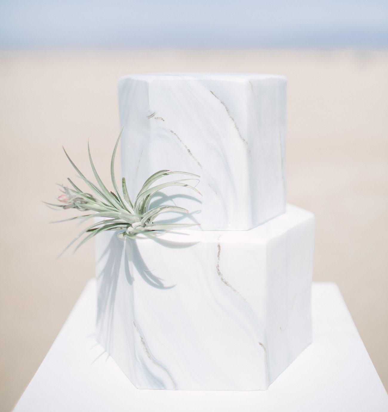 Modern minimalistische Hochzeitstorte -