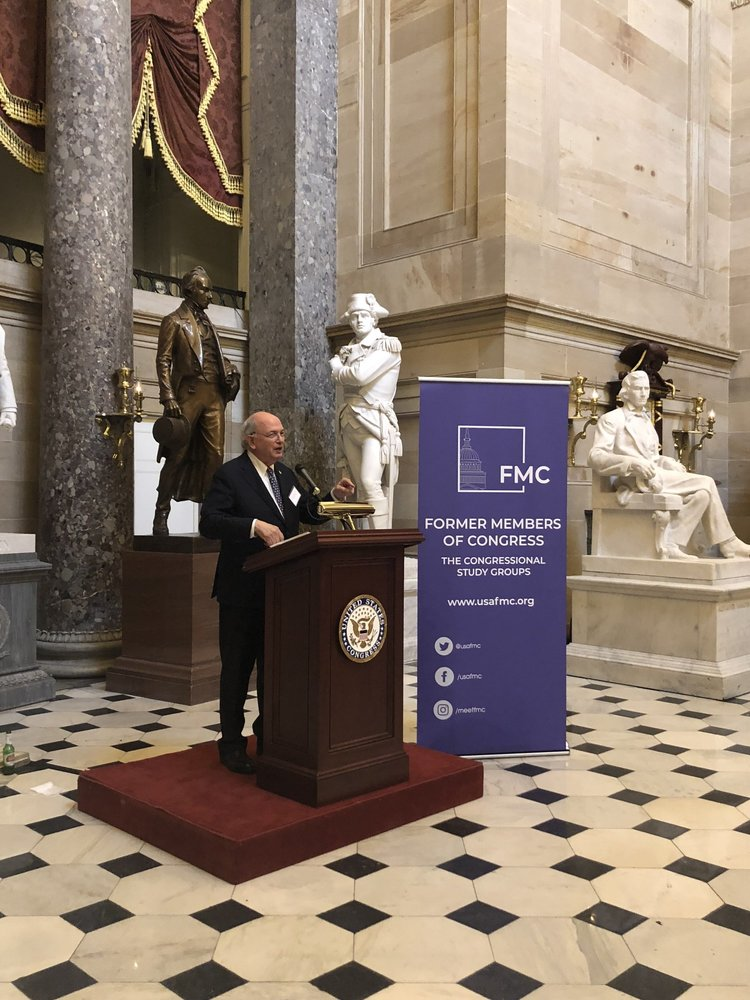 New FMC President Martin Frost (D-TX, 1979-2005) addressing the crowd at the Annual Meeting Distinguished Service awards Reception in statuary hall.