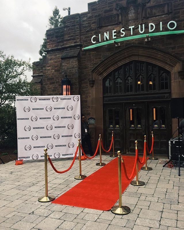 Red carpet happening NOW at Cinestudio 💃🏻✨🎞 . Screenings begin in less than an hour - come on down!!! . #hartfordhasit #studentfilm #tff2019