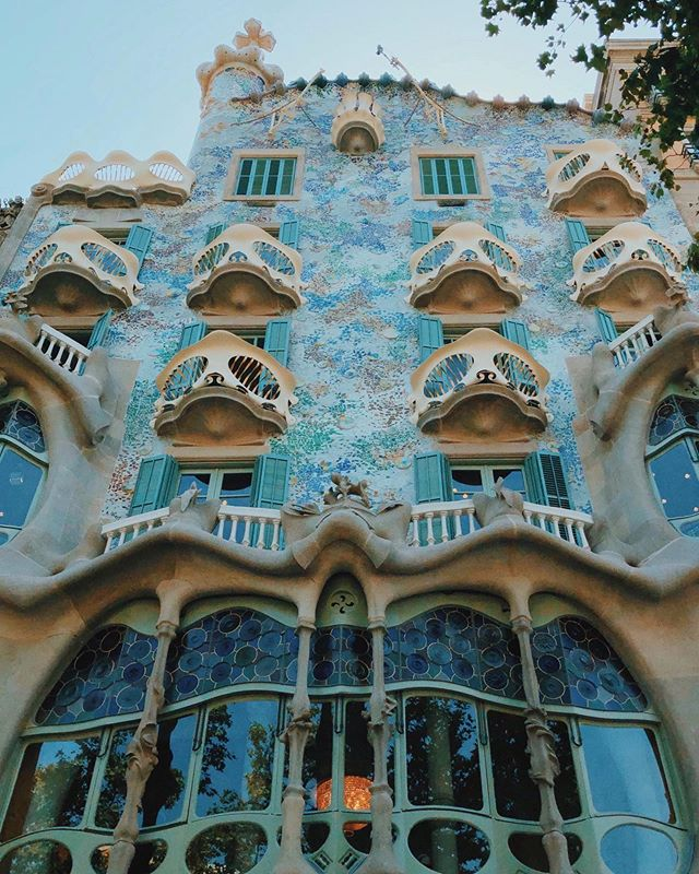 Gaudí, Gaudí, and more Gaudí. 🖤 Don't even think these photos of Casa Batlló, La Sagrada Familia, and Park Güell do these places justice. #gaudi #barcelona