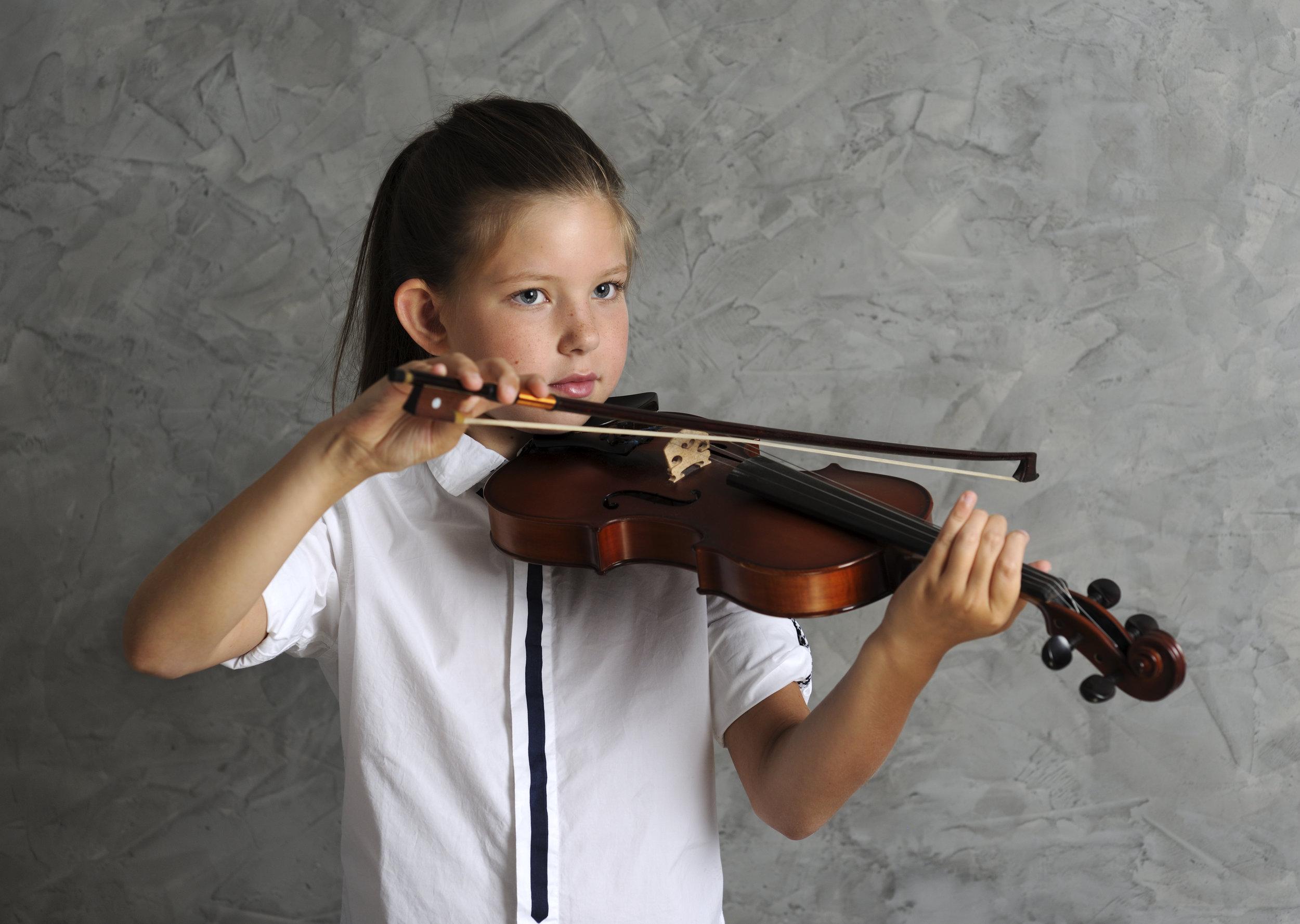 pretty-girl-playing-violin-P583NYC.jpg