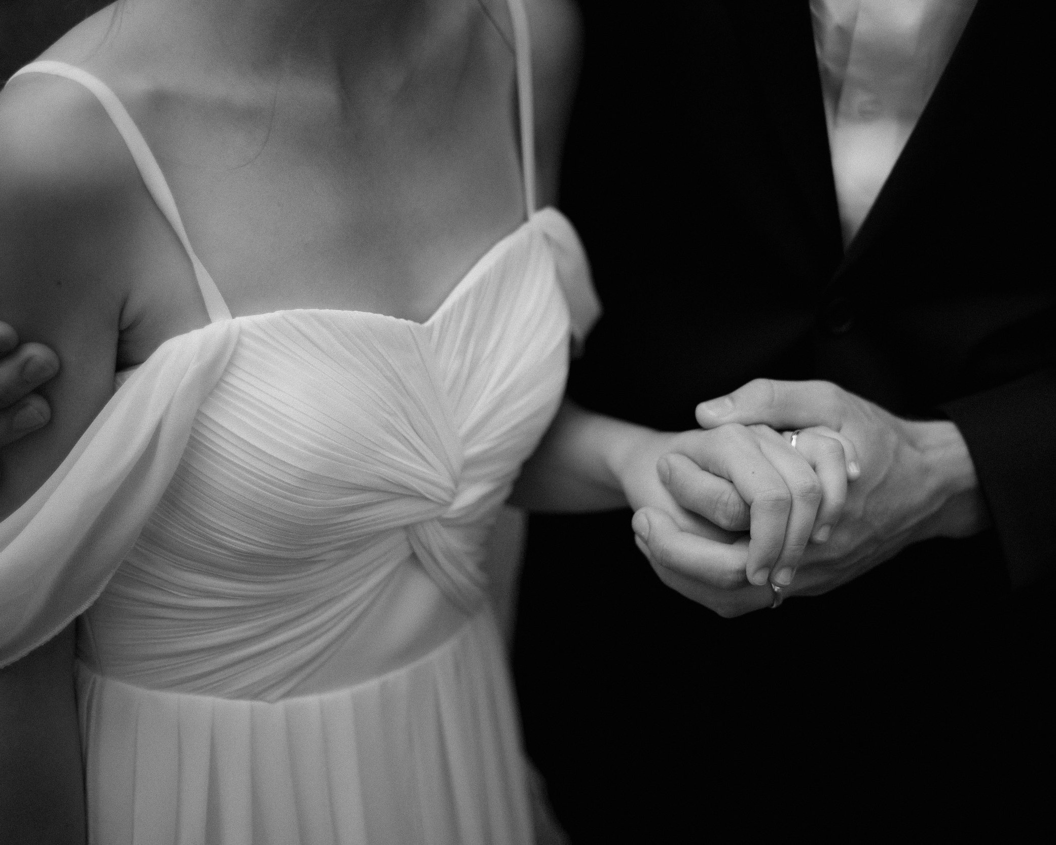 INTIMATE WEDDING - ceremonies with less than 40 guests6 hours continuous coverageonline gallery & print shopdigital downloadsflash-drive with files$2400(week-days $2000)add video for + $900