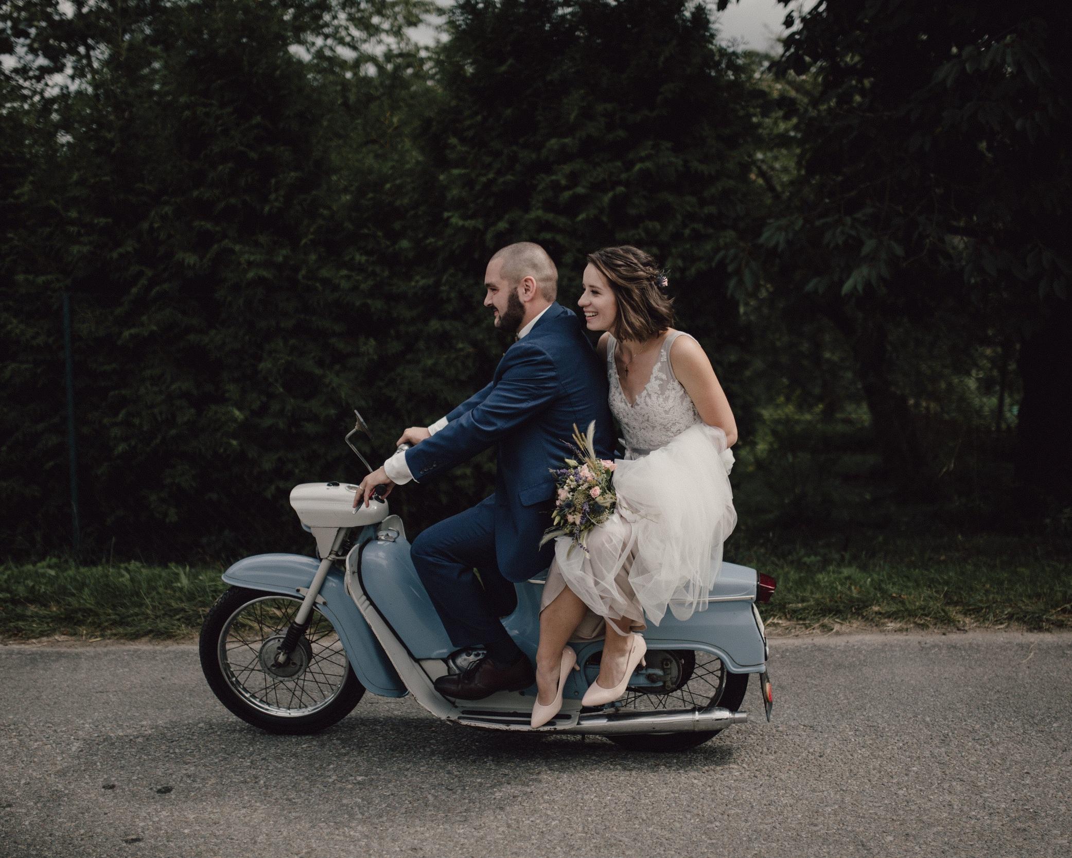 Svatba 02 - celodenní focení svatby11 hodin foceníonline galerieflash diskpředsvatební párové focení19000,-(+ cestovné z Ústí n.L.)