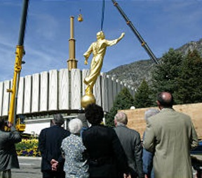 Angel Moroni added to Provo Temple.jpg