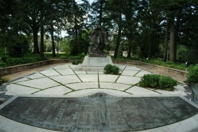 Winter Quarers Monument.jpg