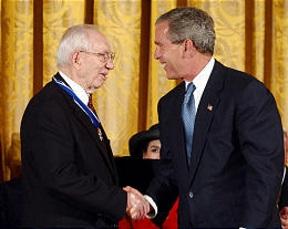 Gordon B. hinckley George W. Bush medal of Freedom.jpg