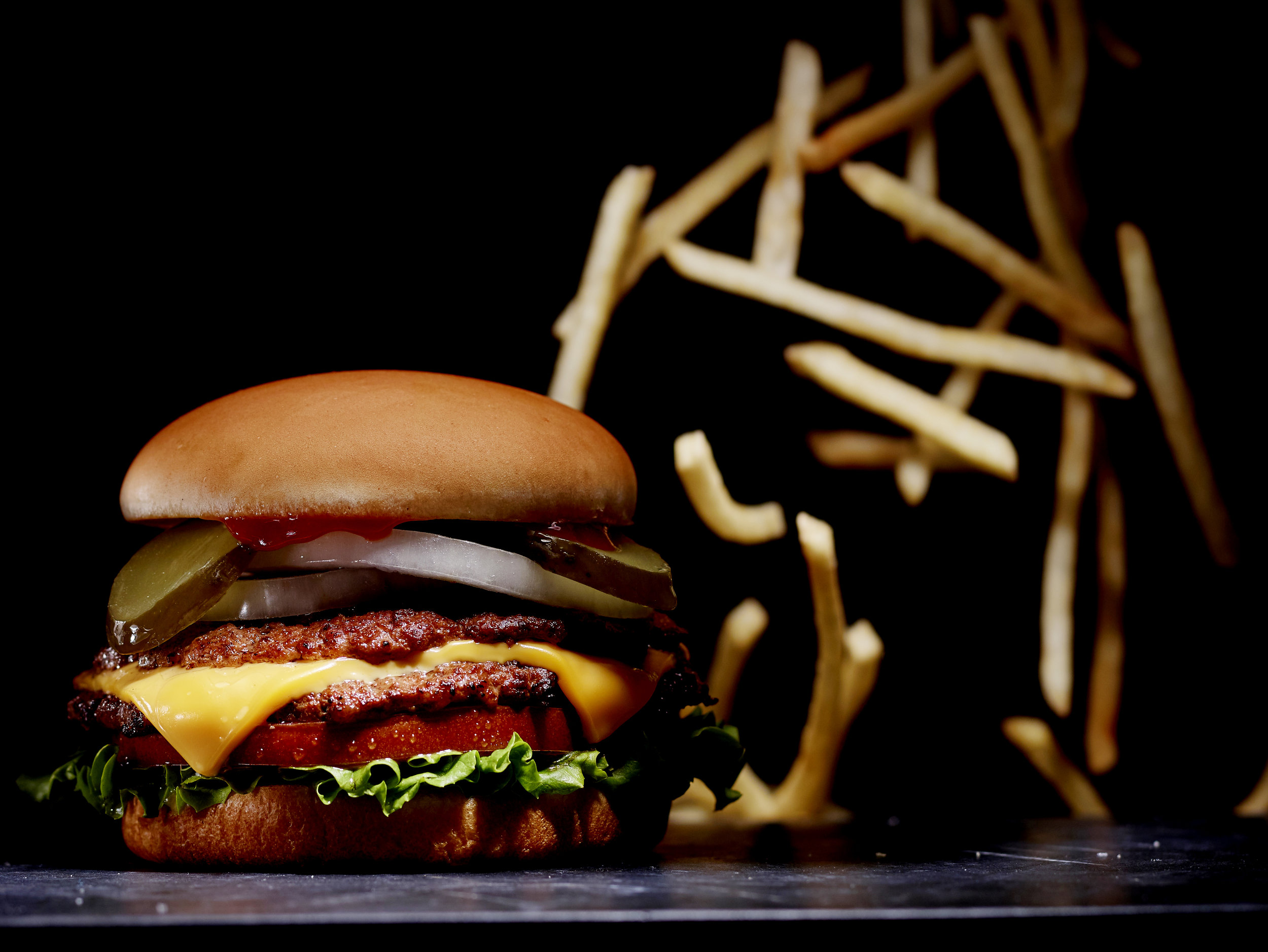 Dark_burger_falling_fries2.jpg