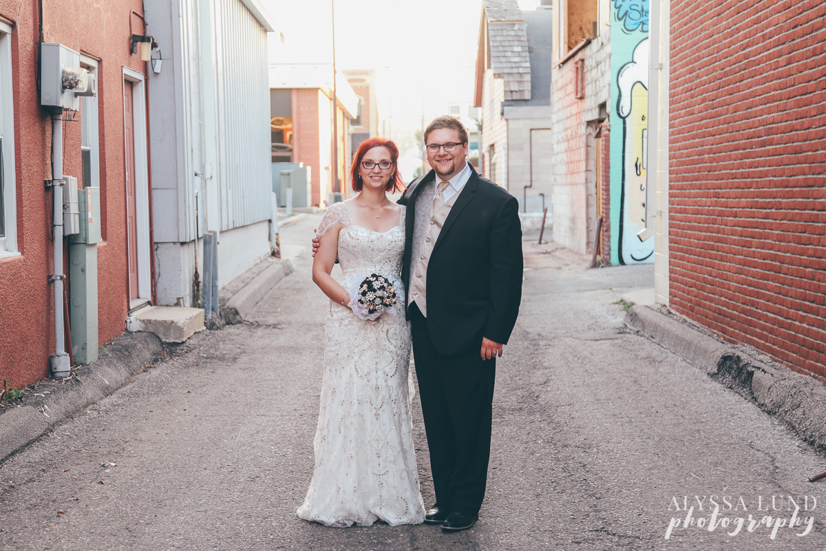 Shakopee Minnesota wedding couple portrait in an alleyway