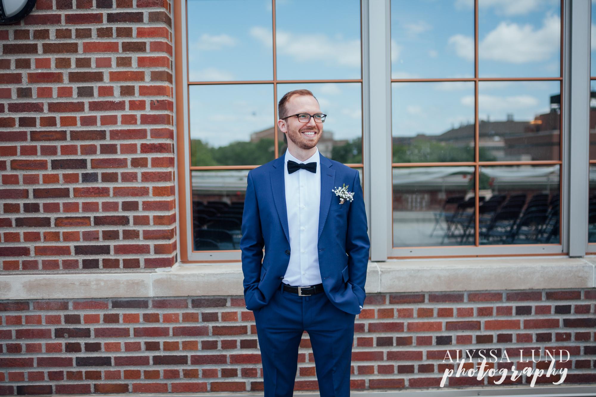 Minneapolis groom portrait at the U of M Campus Club