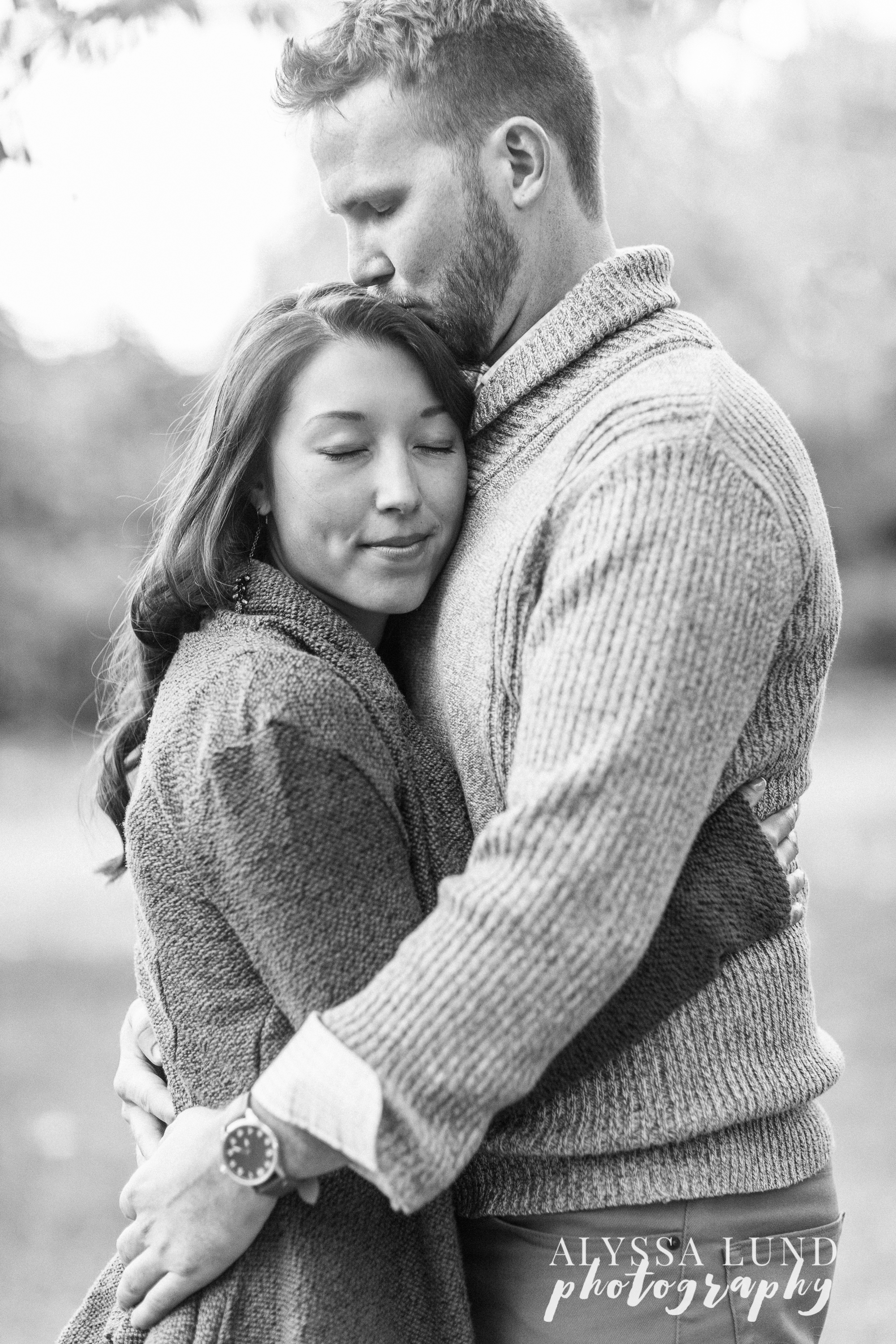 fall-engagement-session-at-the-minneapolis-stone-arch-bridge-9