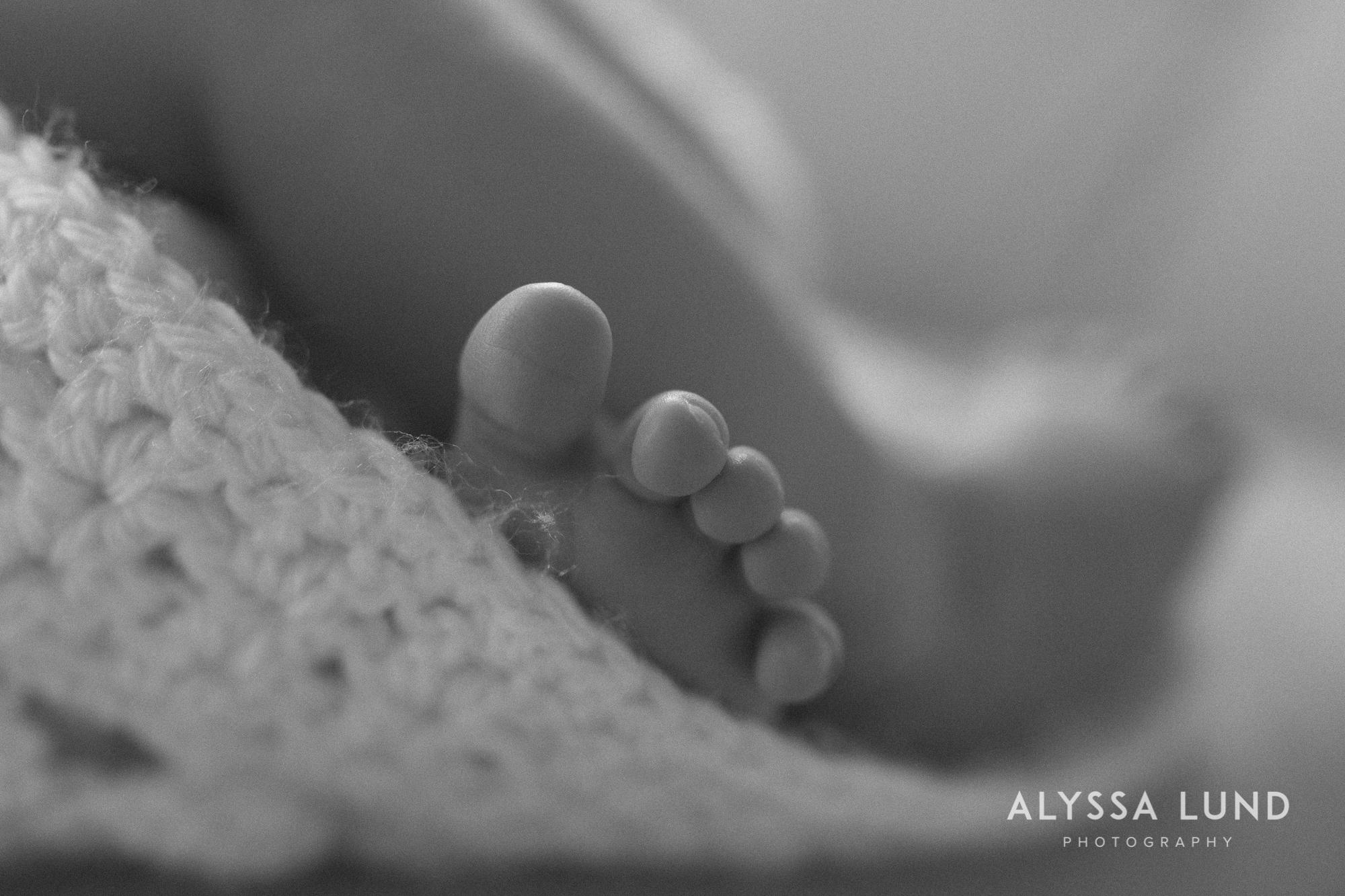 Minneapolis-lifestyle-newborn-portraits-03.jpg
