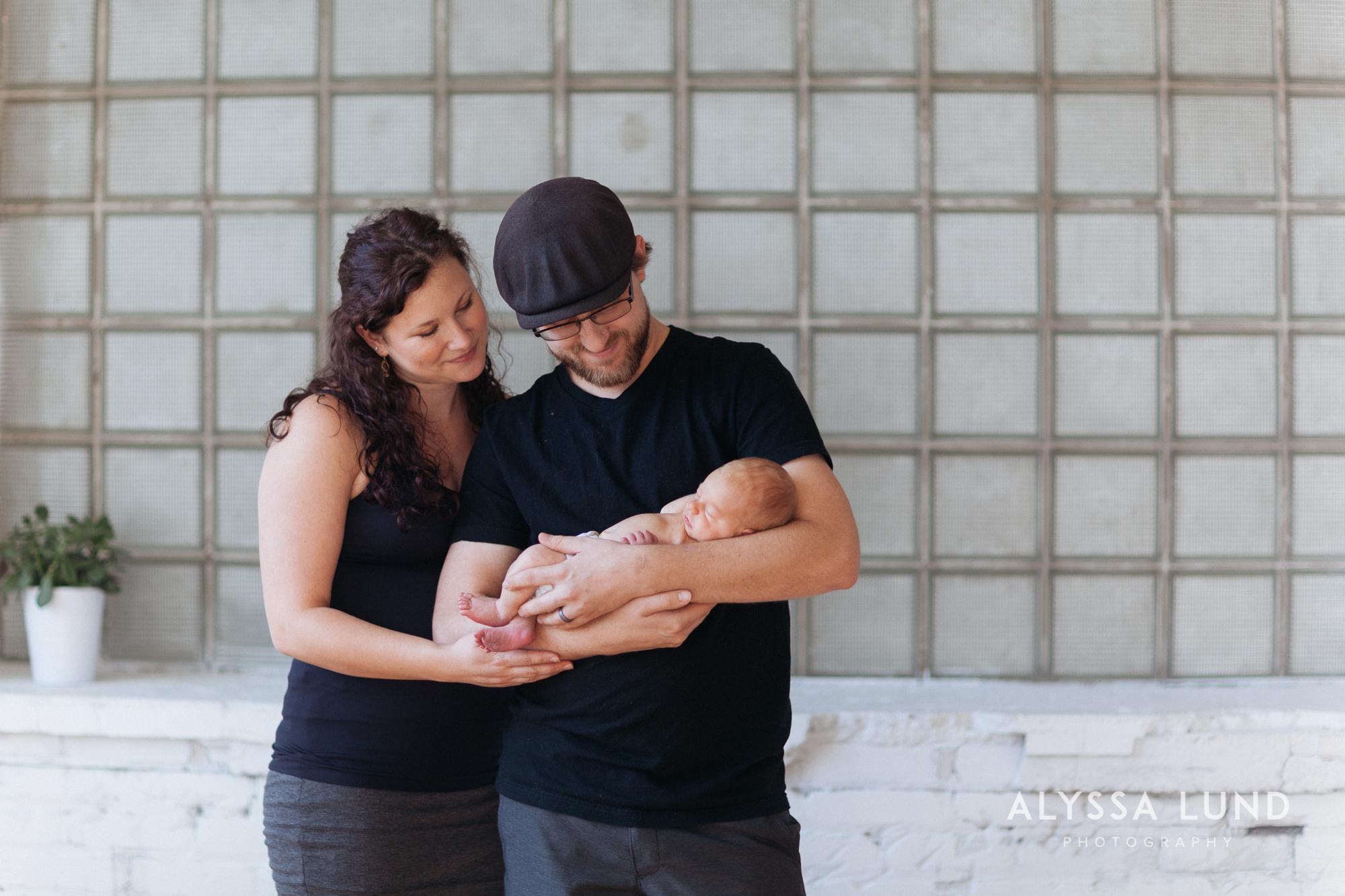 Minneapolis-lifestyle-newborn-portraits-15.jpg