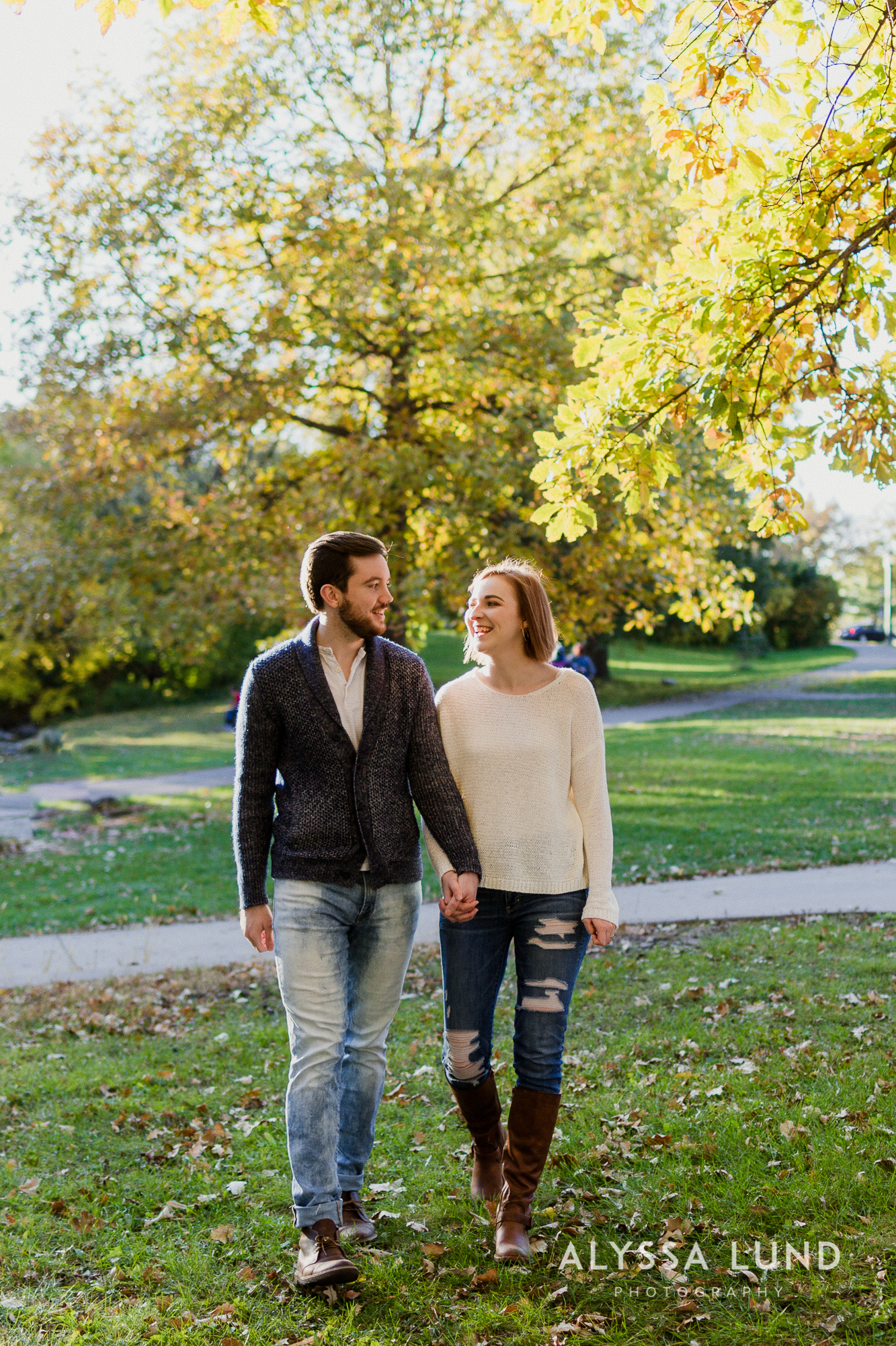 Fall couple photo ideas in Minneapolis-3.jpg