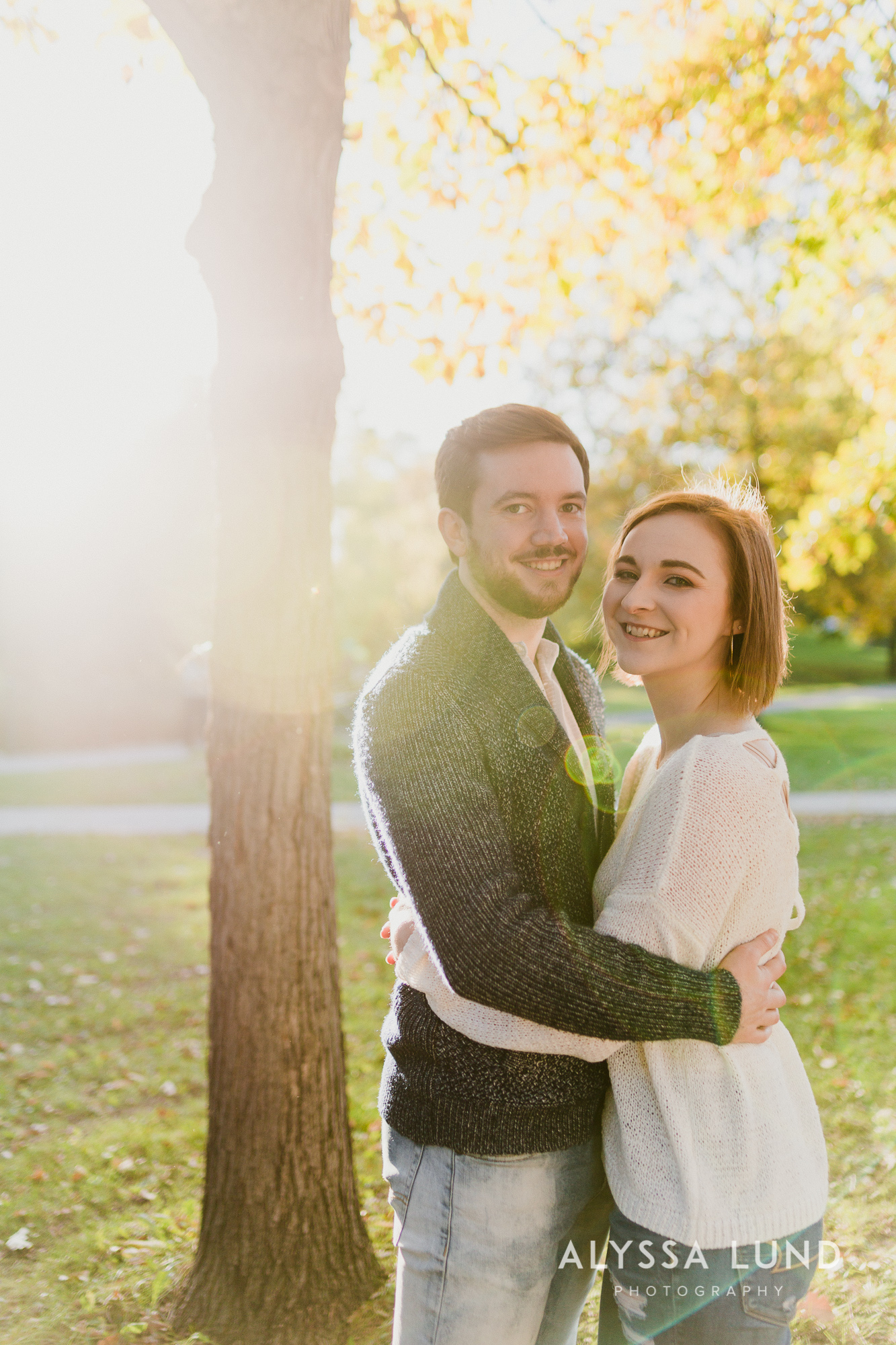 Fall couple photo ideas in Minneapolis-4.jpg