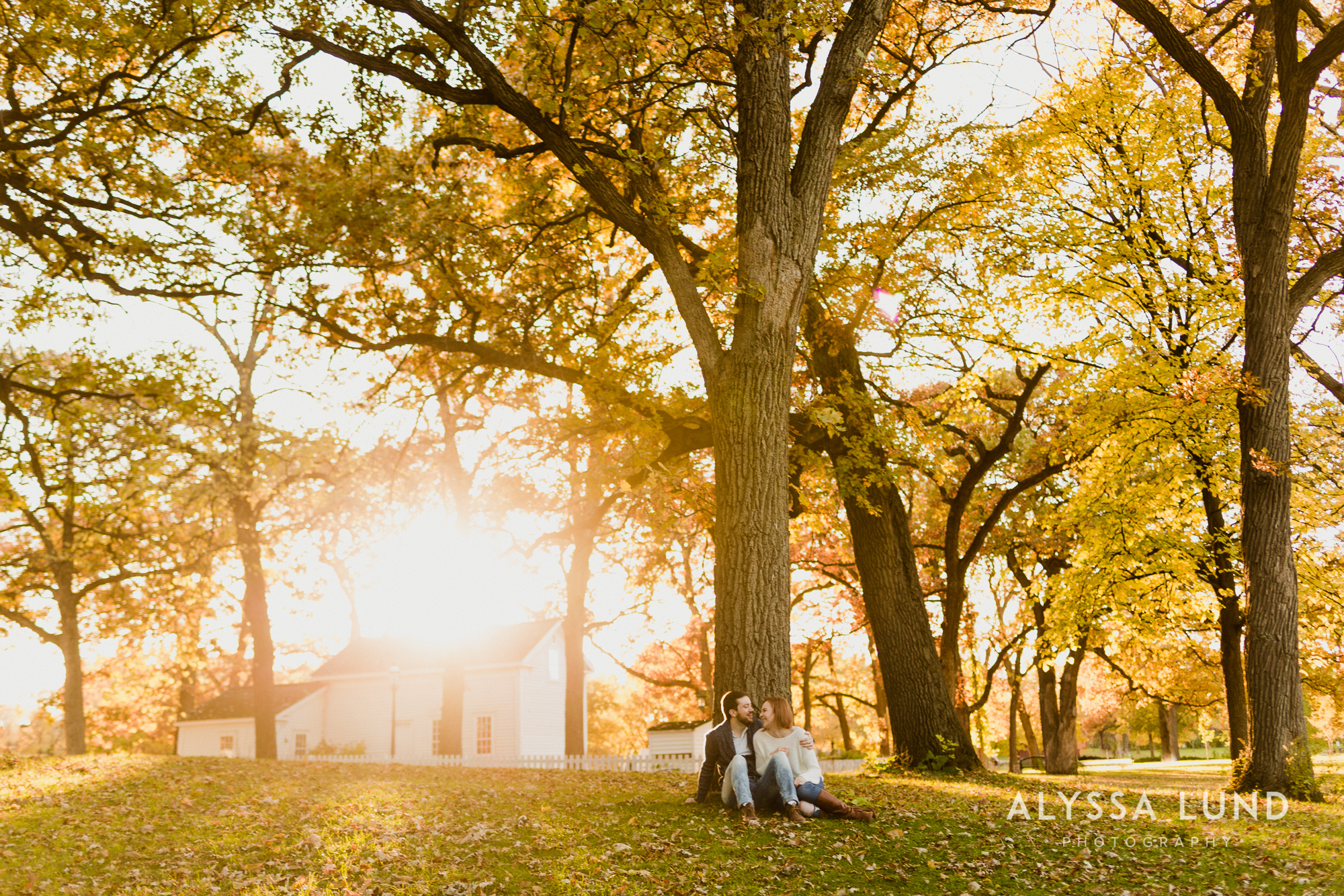 Fall couple photo ideas in Minneapolis-11.jpg