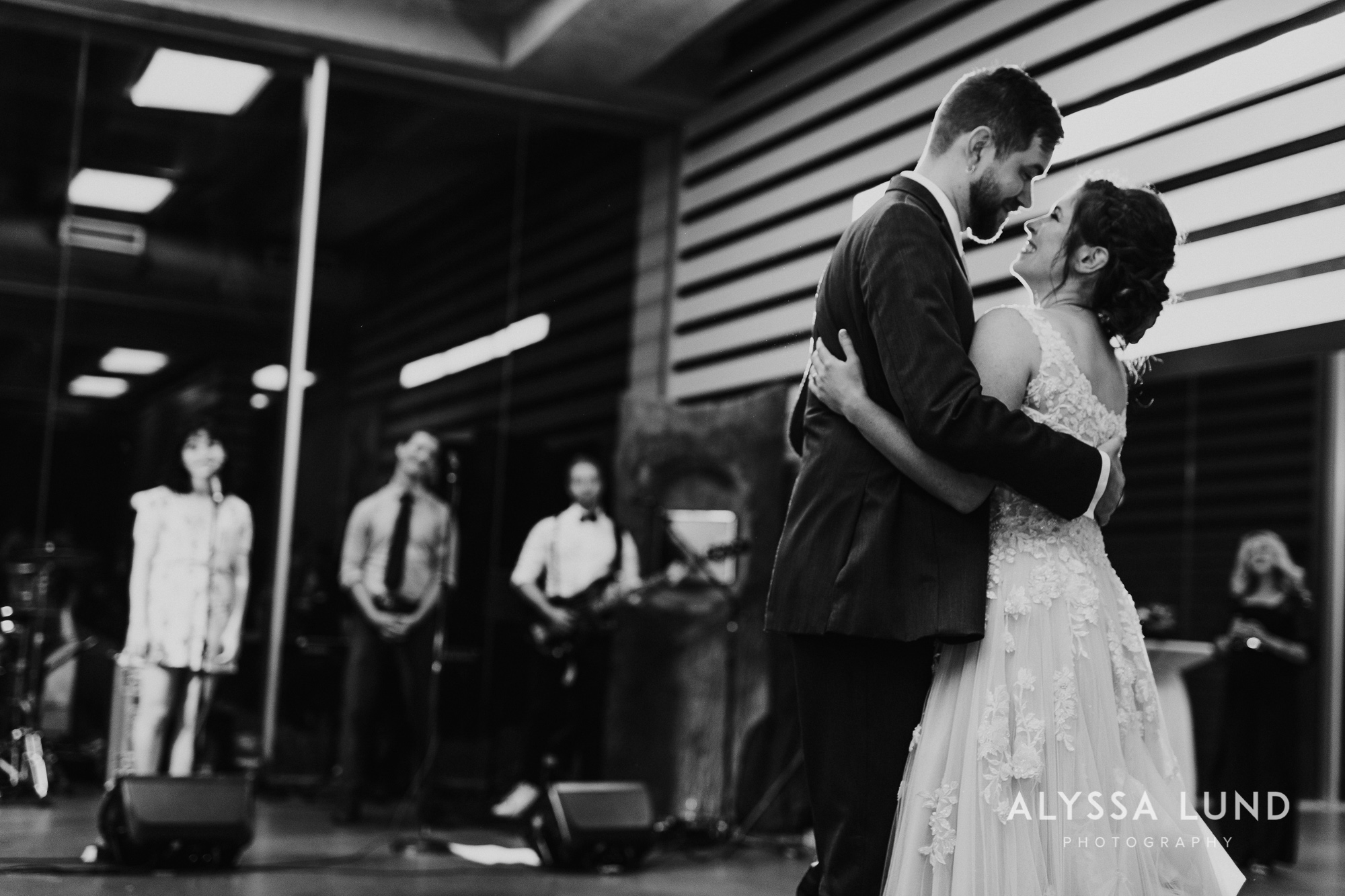 St. Paul Como Conservatory Wedding Photography-57.jpg