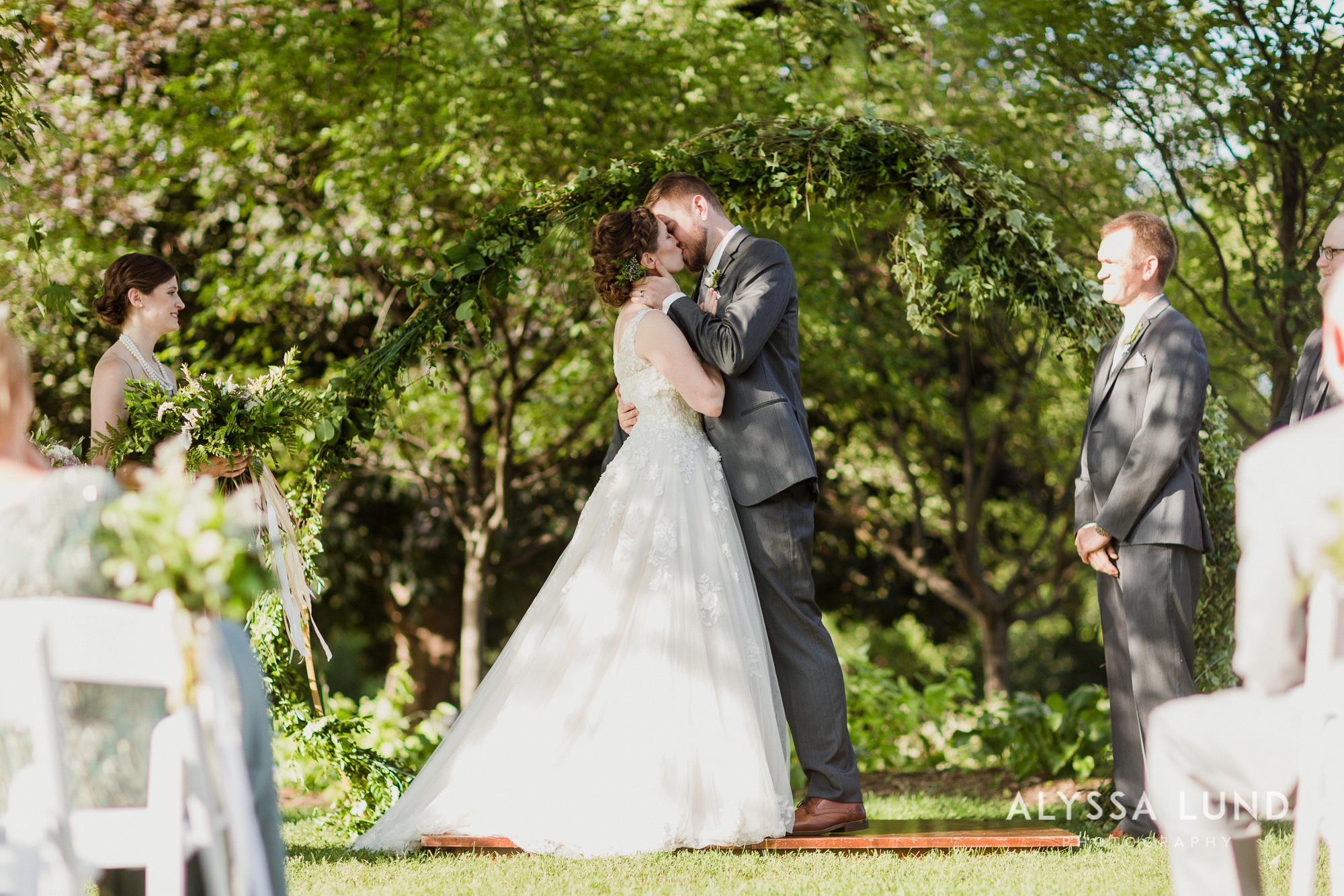 St. Paul Como Conservatory Wedding Photography-38.jpg