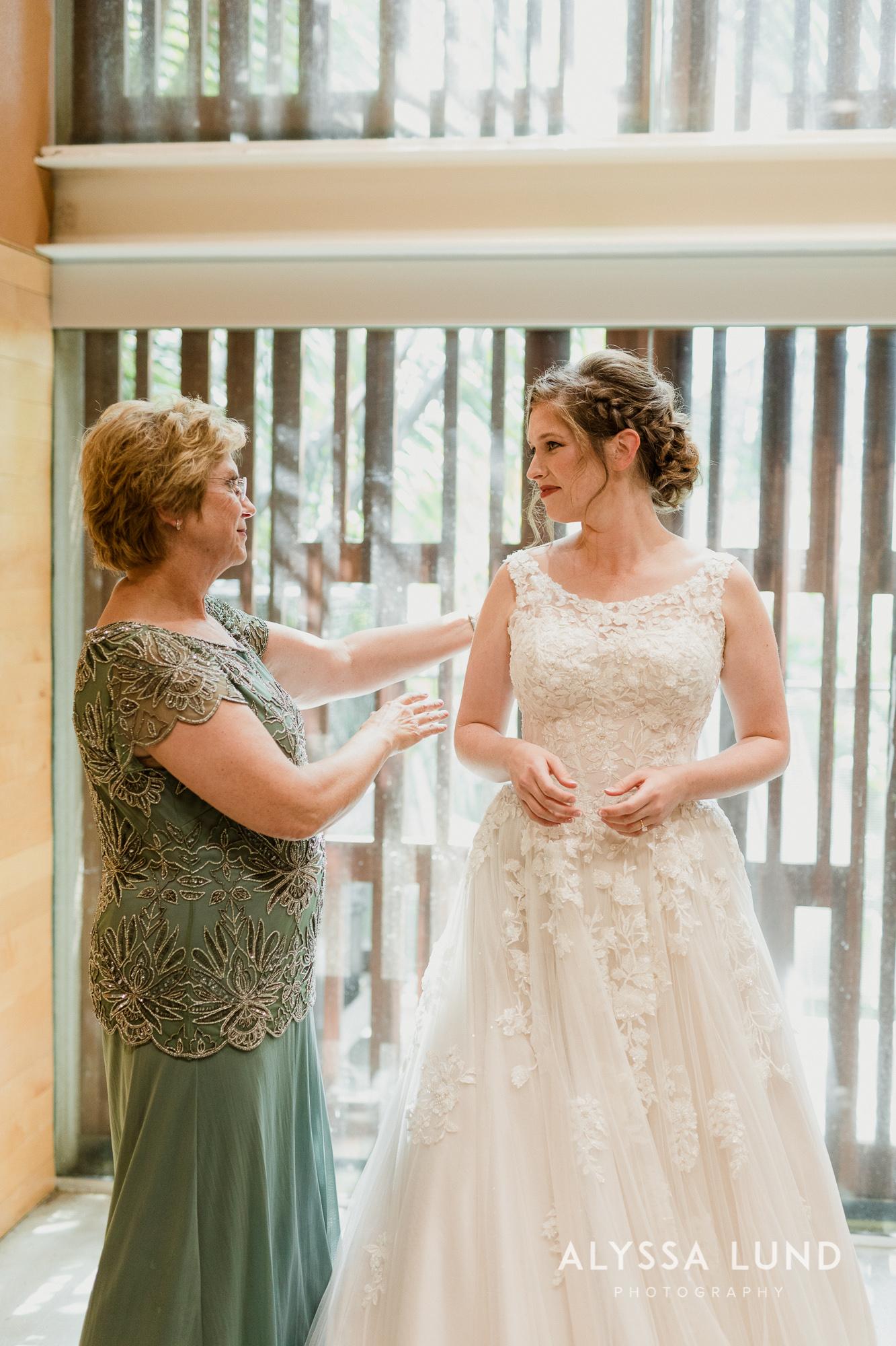 St. Paul Como Conservatory Wedding Photography-10.jpg