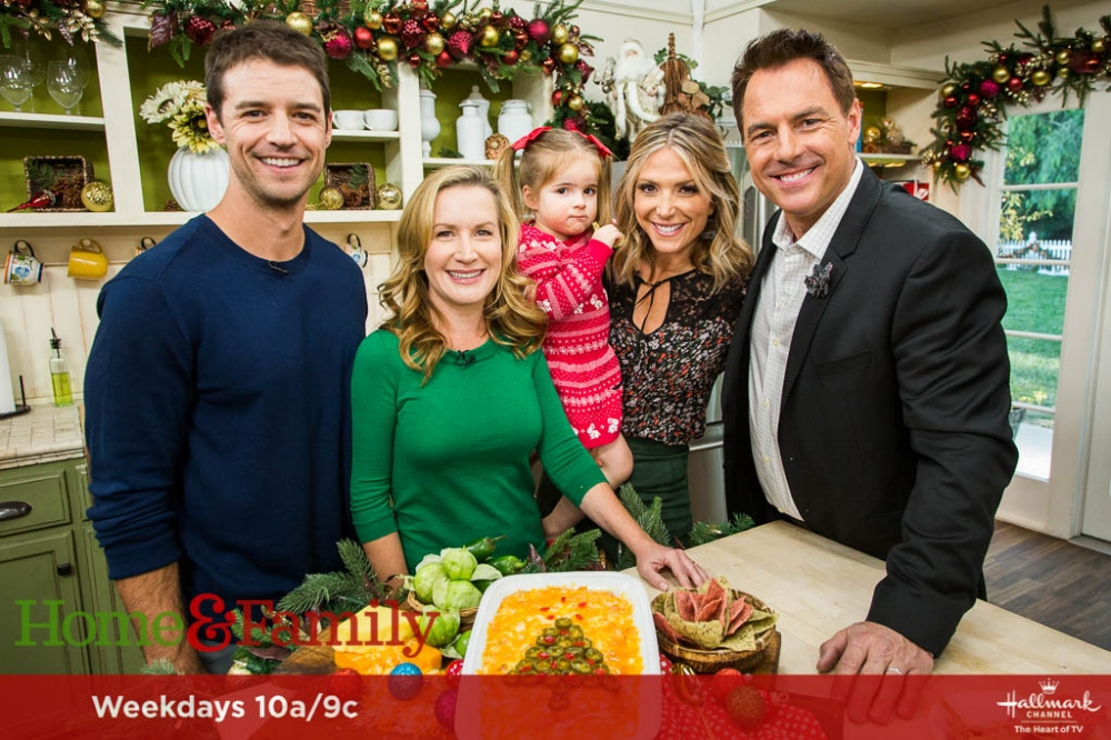 Josh Snyder and Angela Kinsey pose with hosts Mark Steines and Debbie Matenopoulos