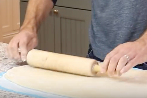 3. Combine the ingredients for the filling in a bowl and set aside. Roll out the dough into an 18 by 14-inch rectangle on a lightly floured surface. -