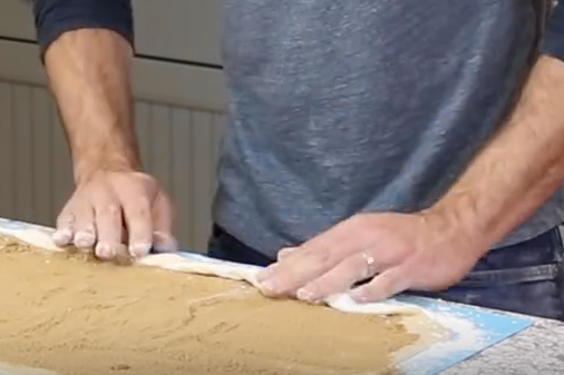 4. Spray lightly with water and spread the filling out evenly on the dough. -