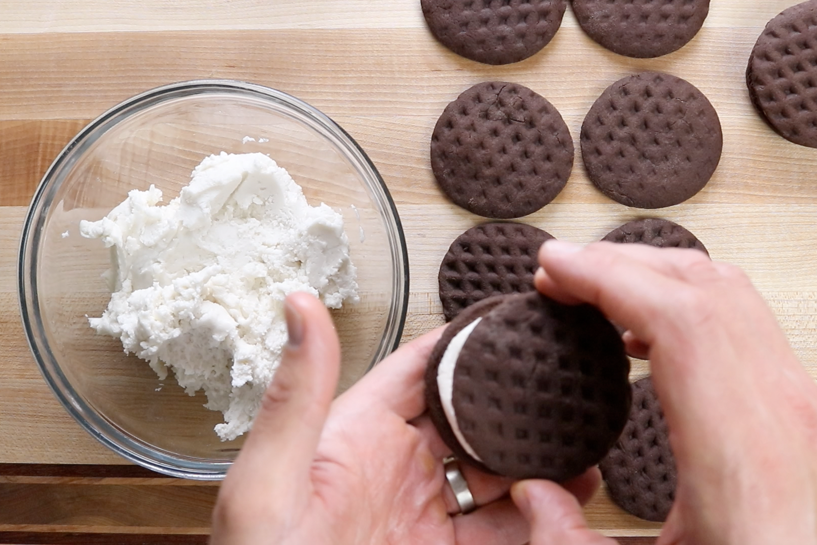 2. Take another cookie and sandwich the filling pressing down until aligned with the edge. -