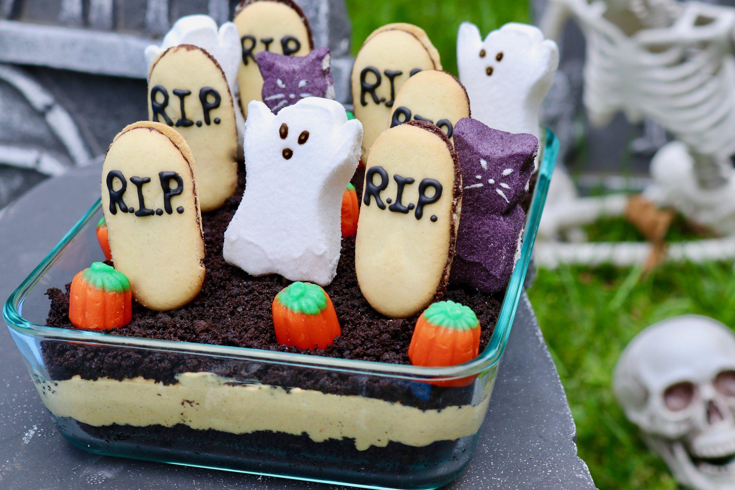 Graveyard Oreo and Pumpkin Dip