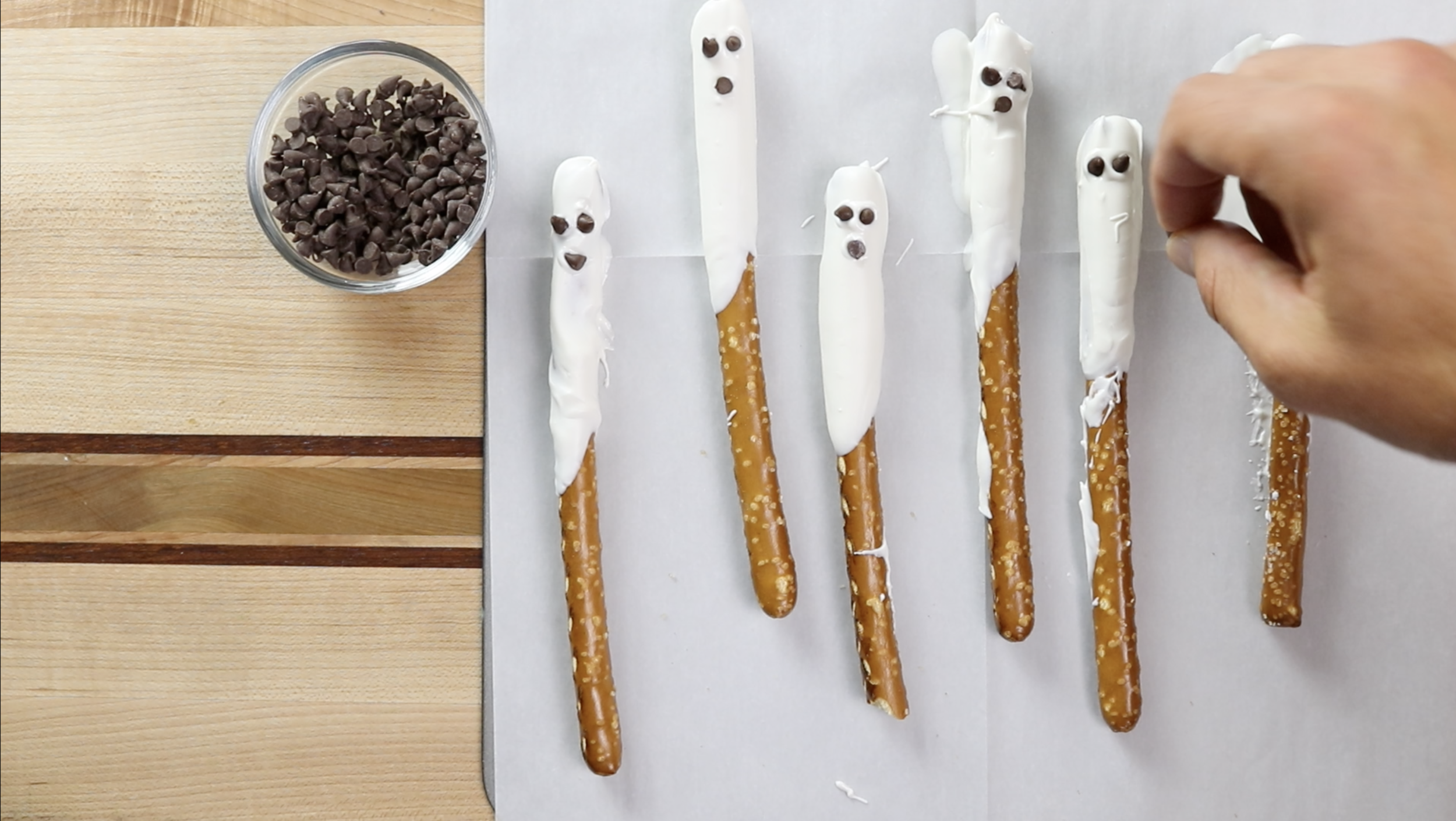 6. Create eyes and mouth with chocolate chips. -