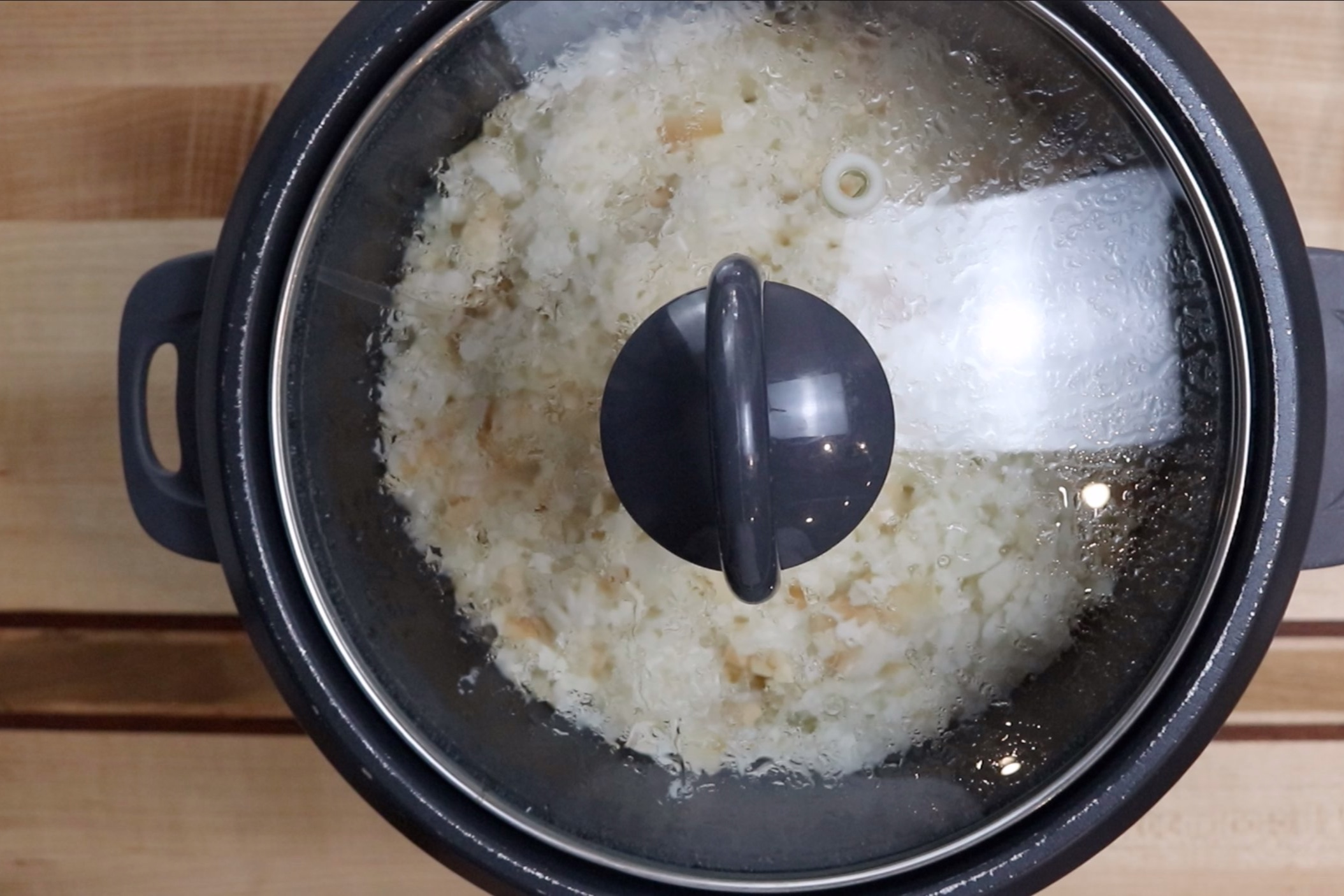 2. Cook according to rice cooker around 20 minutes. -