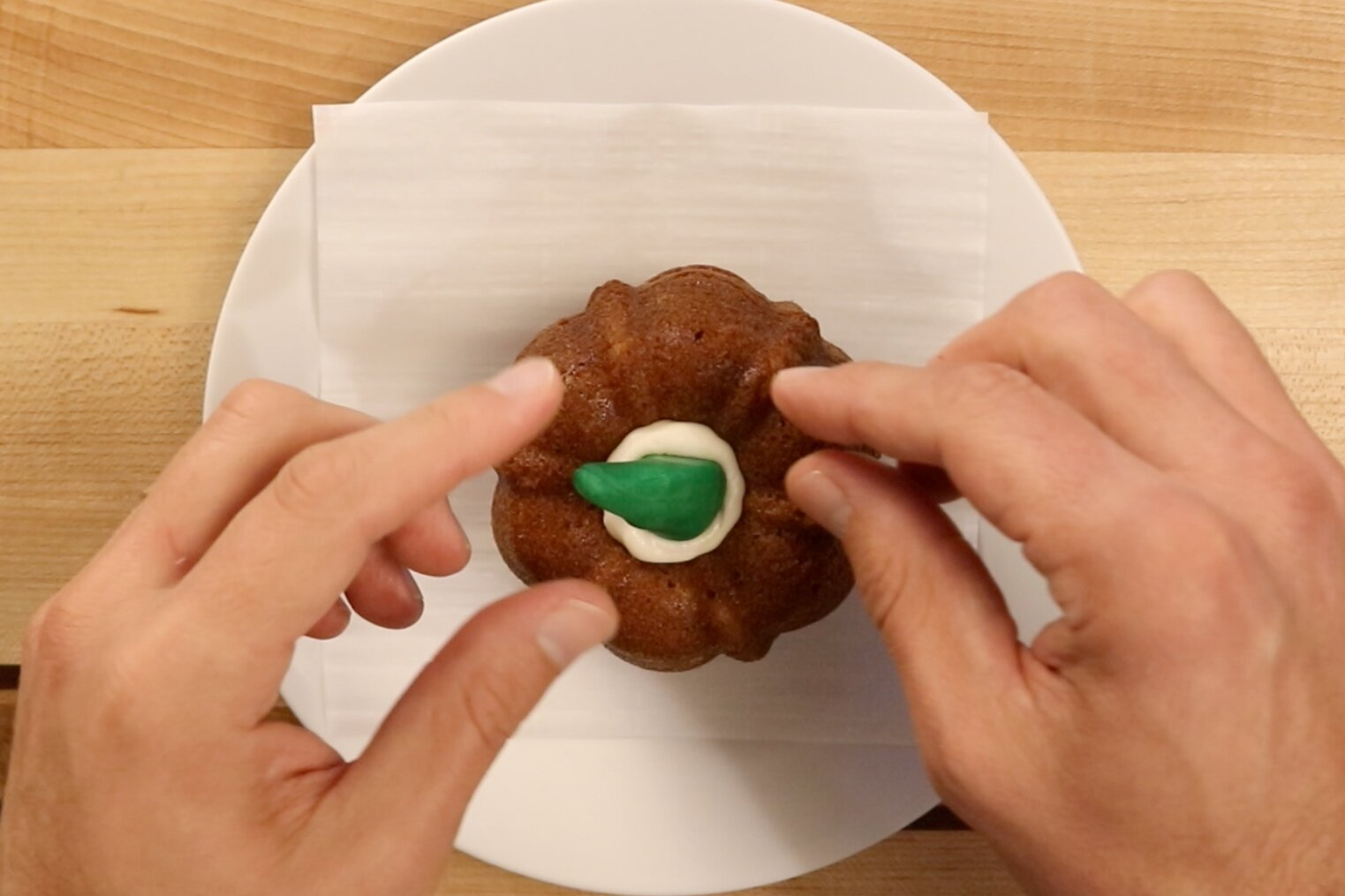 6.Make the stem with green fondant or pipe green buttercream icing on top. -