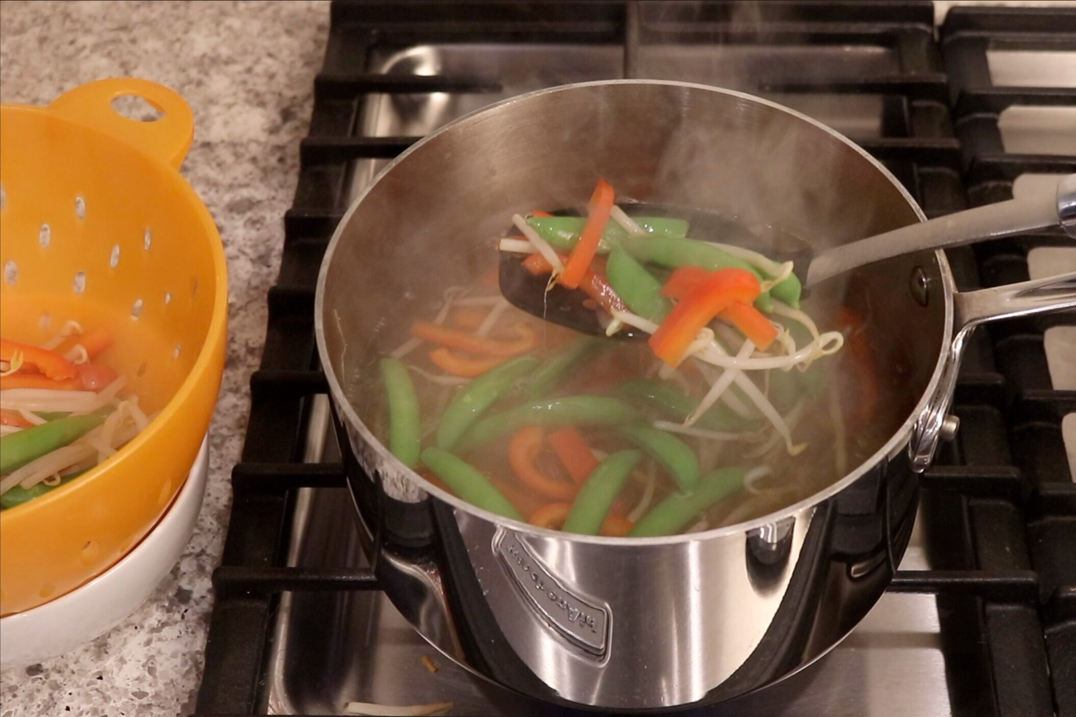 6. Cook the bell pepper, peas and sprouts in the water for 3 minutes. Remove from the pot using a slotted spoon, set aside. -