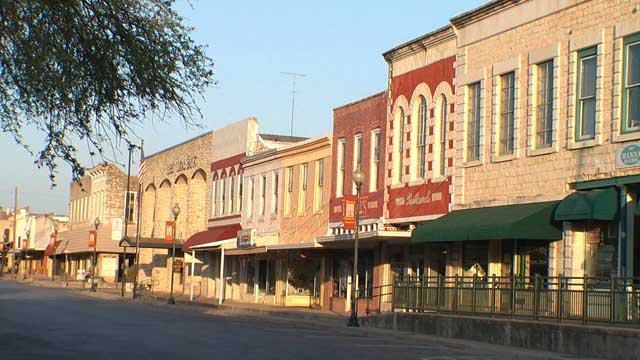 Lampasas-Downtown_Businesses-TourTexas.jpg