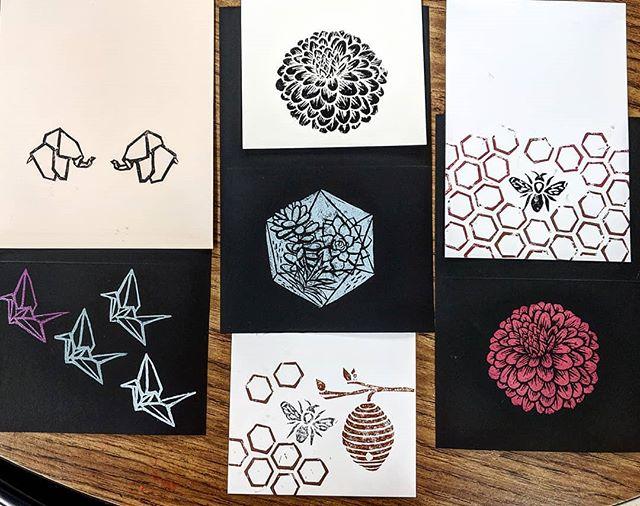 Making cards 😍 #handprinted #handmade #jneprints #linoleumblock #blockprinting #stamps #origami #elephant #crane #dahlia #succulent #terrarium #beehive #honeybee #honeycomb