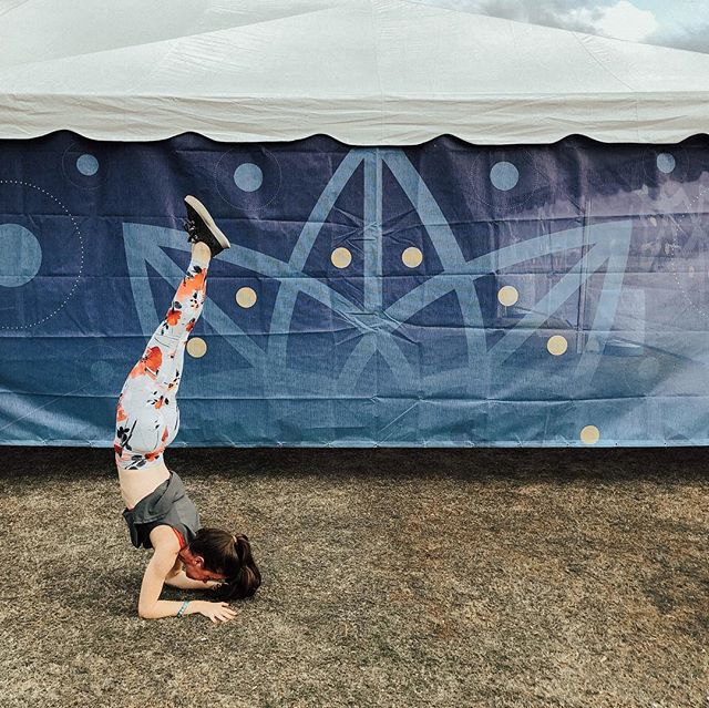 Wanderlusting straight into the week like... #YogaChels