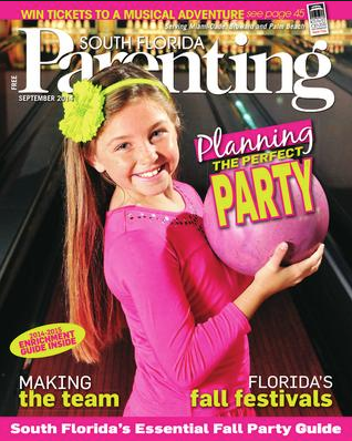 bowling-party-little-girl-holding-ball-kids-crown-sun-sentinel-south-florida-parenting-photographer-janeris-marte