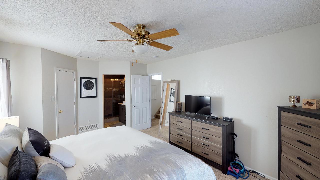 3rd master bedroom.jpg
