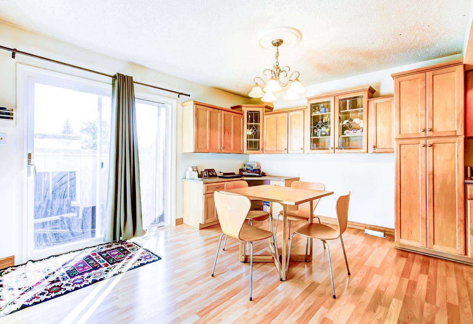 3-diningroom-1.jpg