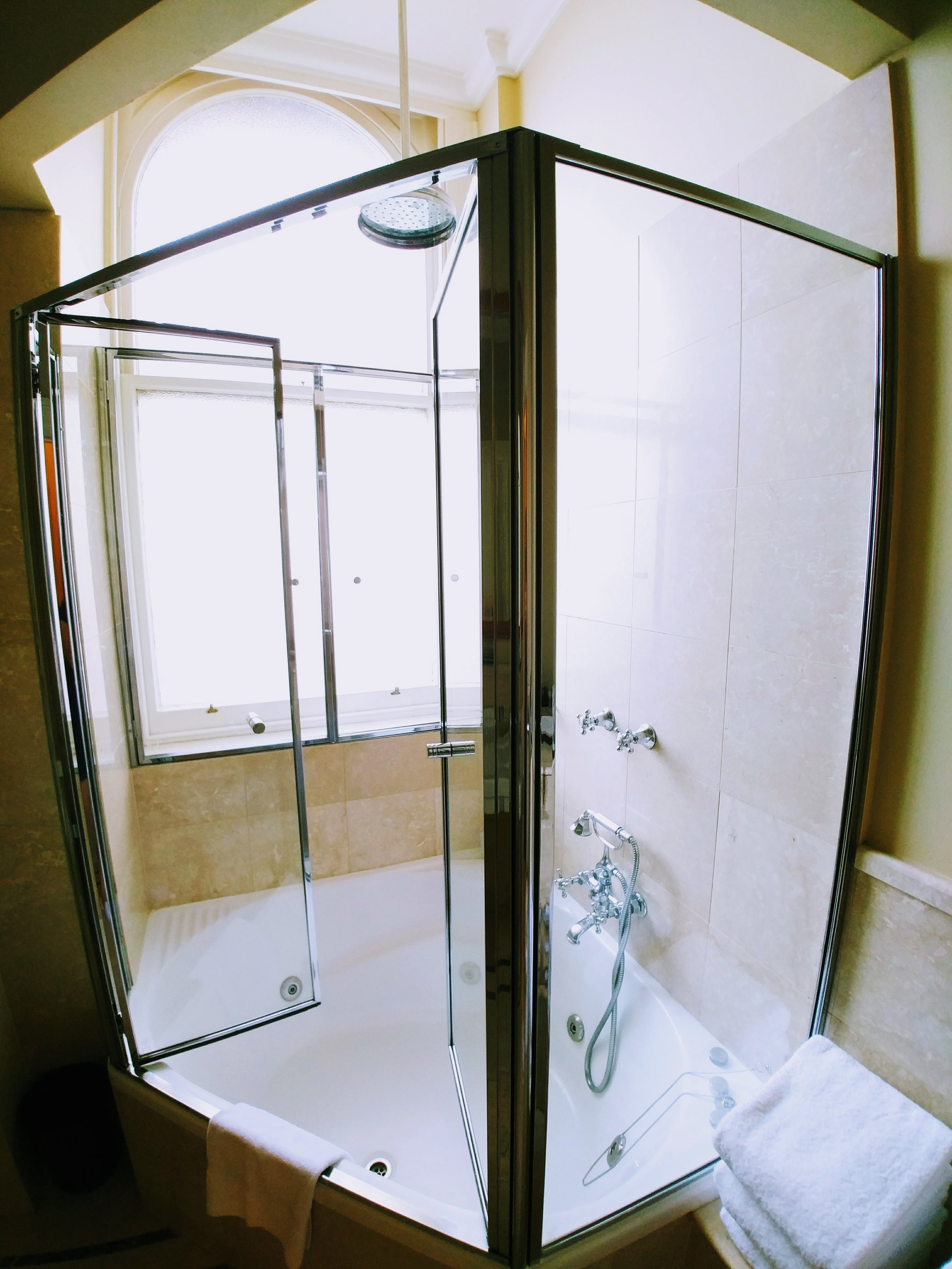 Love the modern yet somewhat vintage jacuzzi bathtub