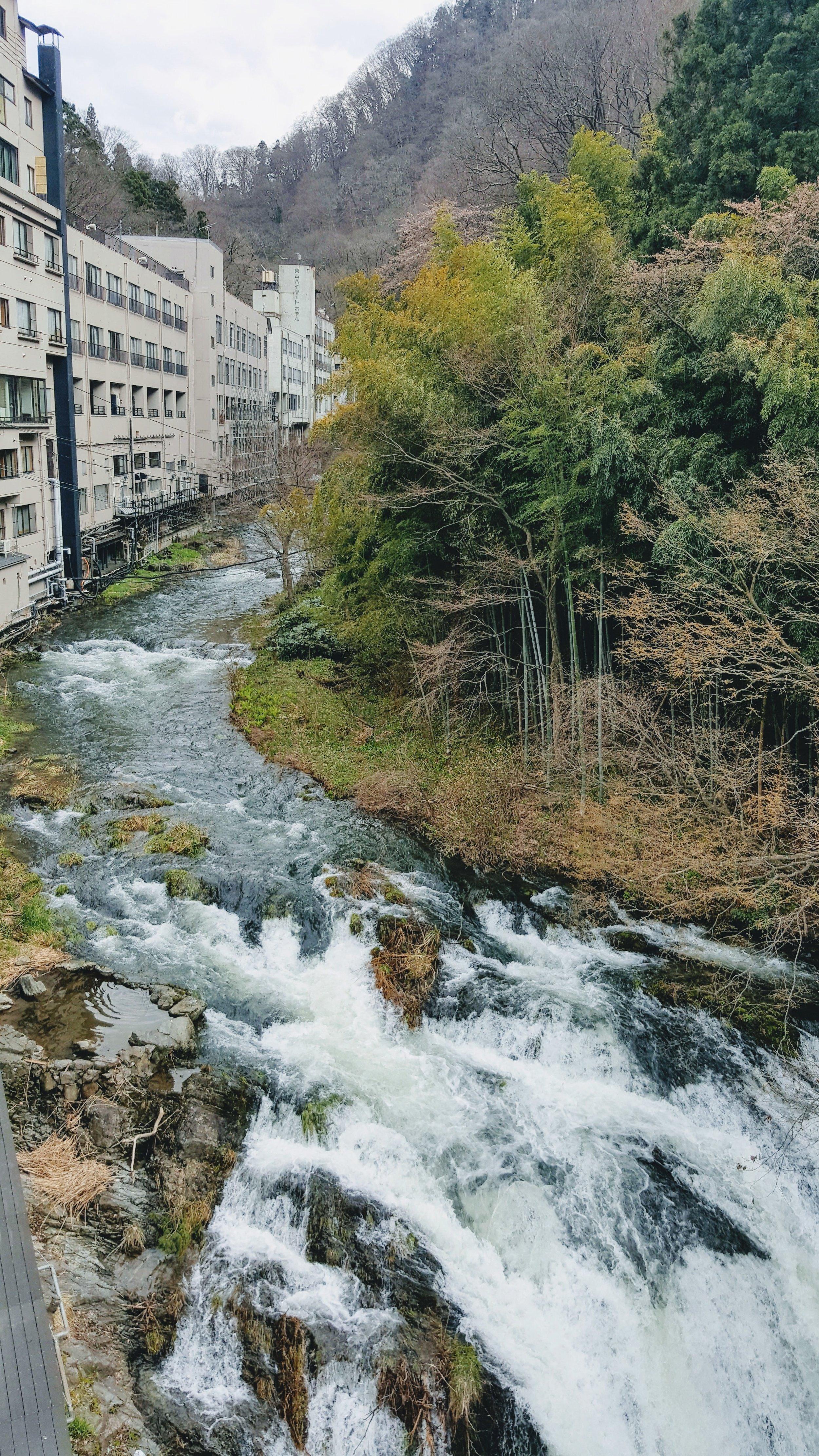 Listen to the sound of the river stream at Shousuke no Yado Takinoyu