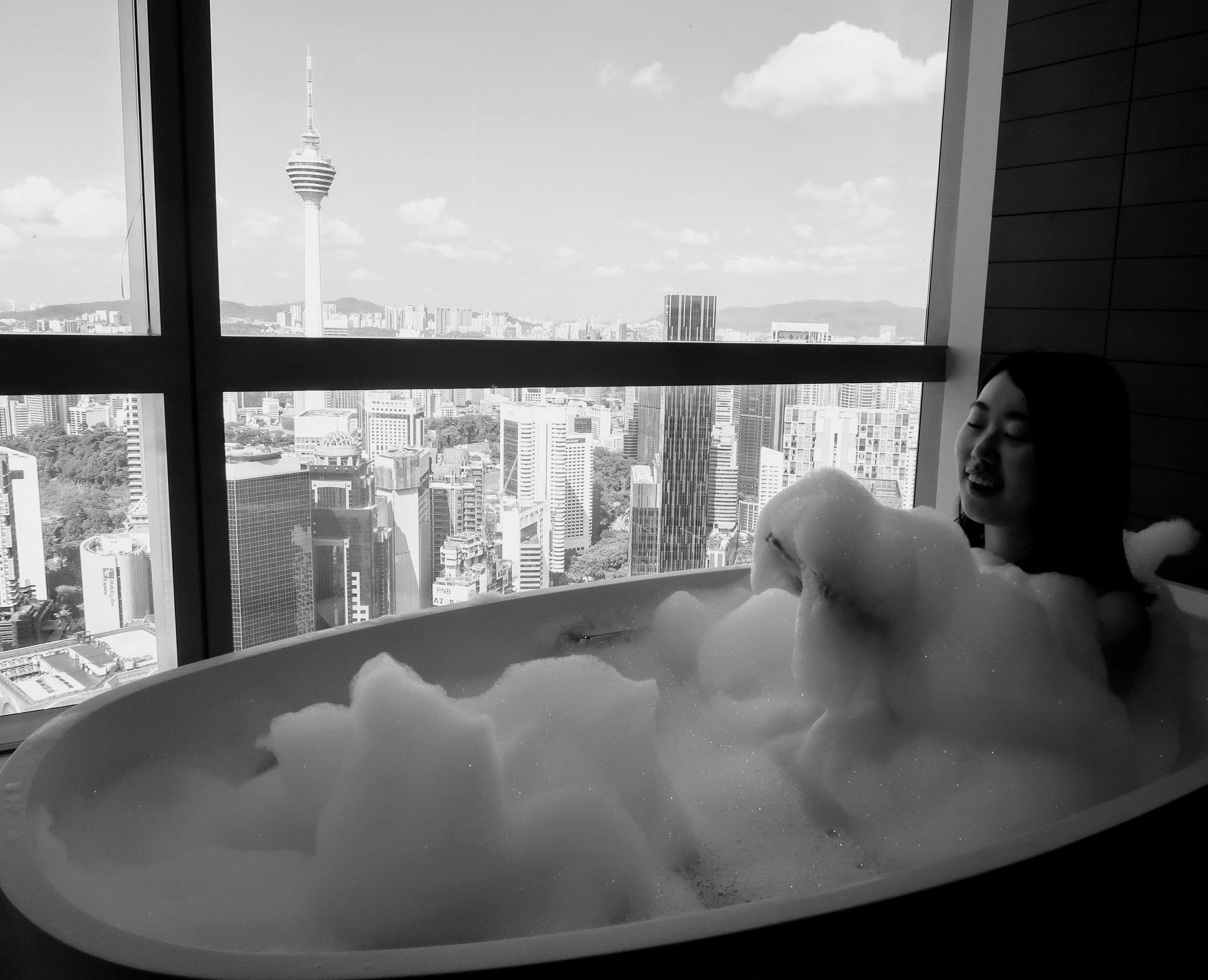banyan-tree-kuala-lumpur-oval-bathtub