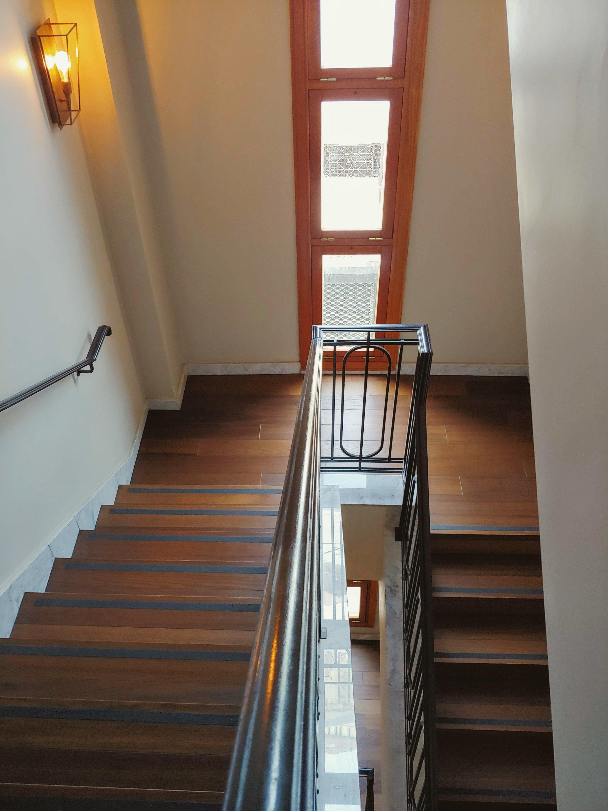market-house-tel-aviv-stairs