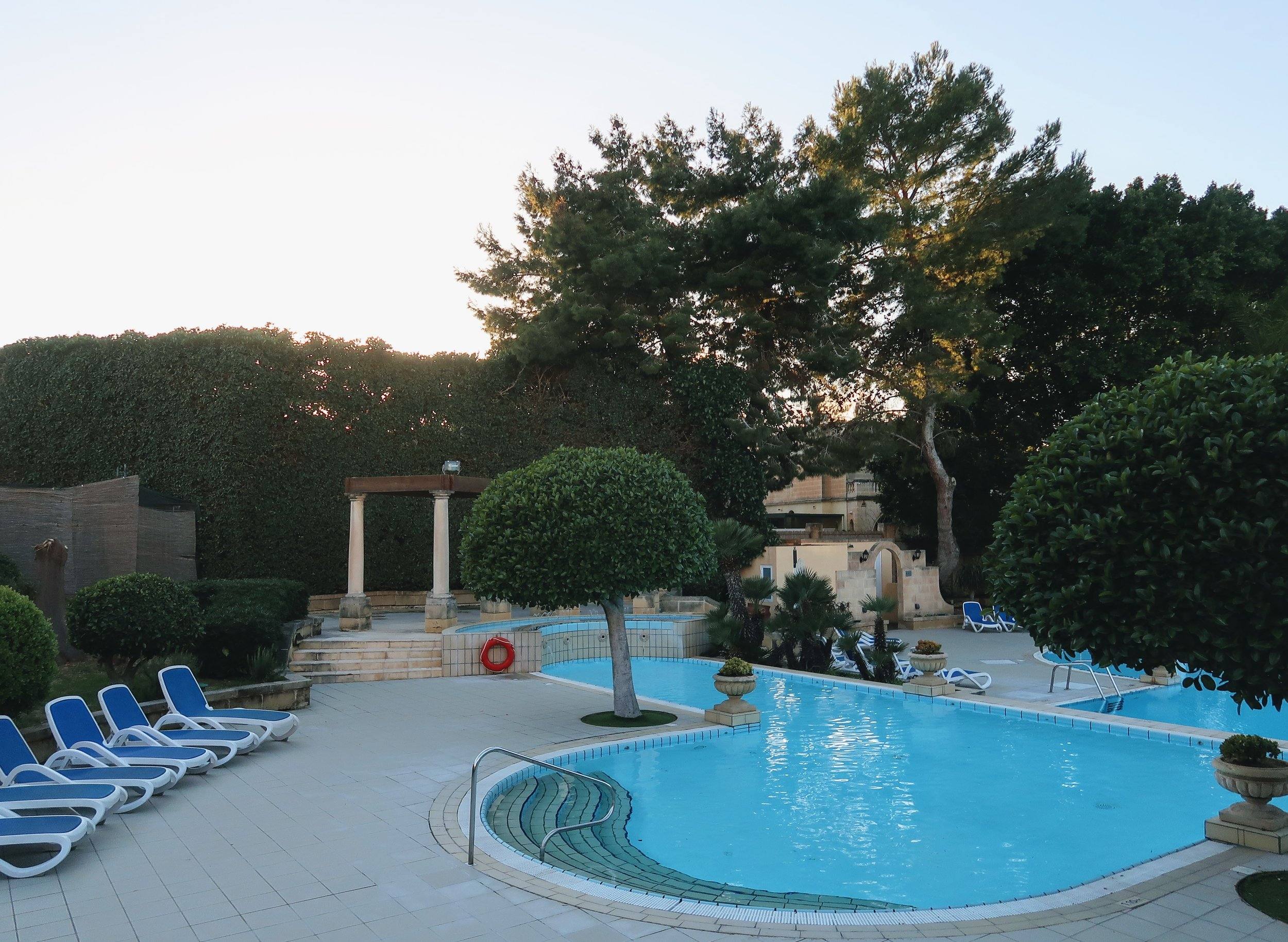 corinthia-palace-malta-swimming-pool