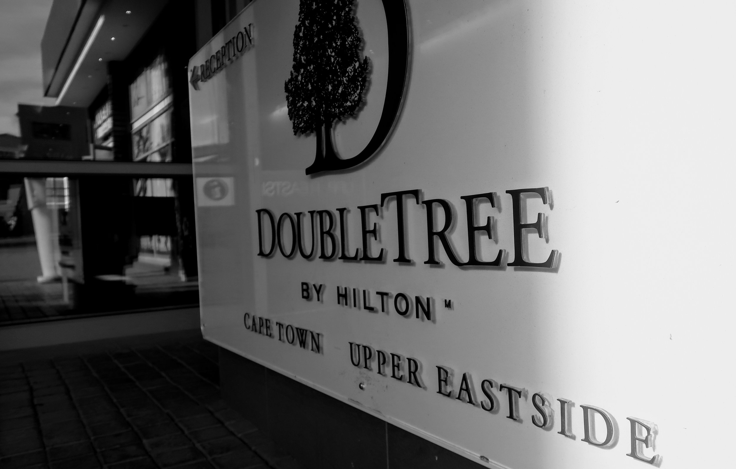doubletree-hilton-cape-town-bell-desk