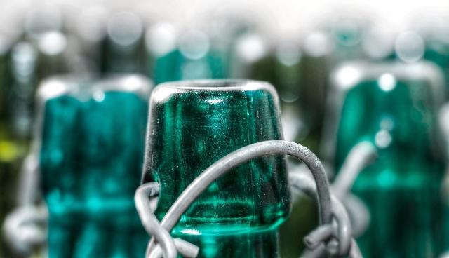 bottles-2679746_1280.jpg