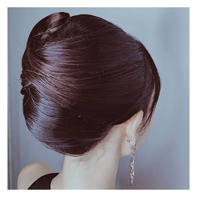 Look and feel classic with an elegant french chignon that is perfect for any event - day or night! 💃🏼 . . Hair by: Kaori . . If you are a first-time customer, request for Stylist Kaori and get 30% off all hair services! . . Simply call us at 6221 2855 to book an appointment with us today. . . #riselhair #riselhairsg #japanesesalon #chignon #frenchtwist #frenchchignon #hairstyling #hair #updo #hairarrange #style #inspiration