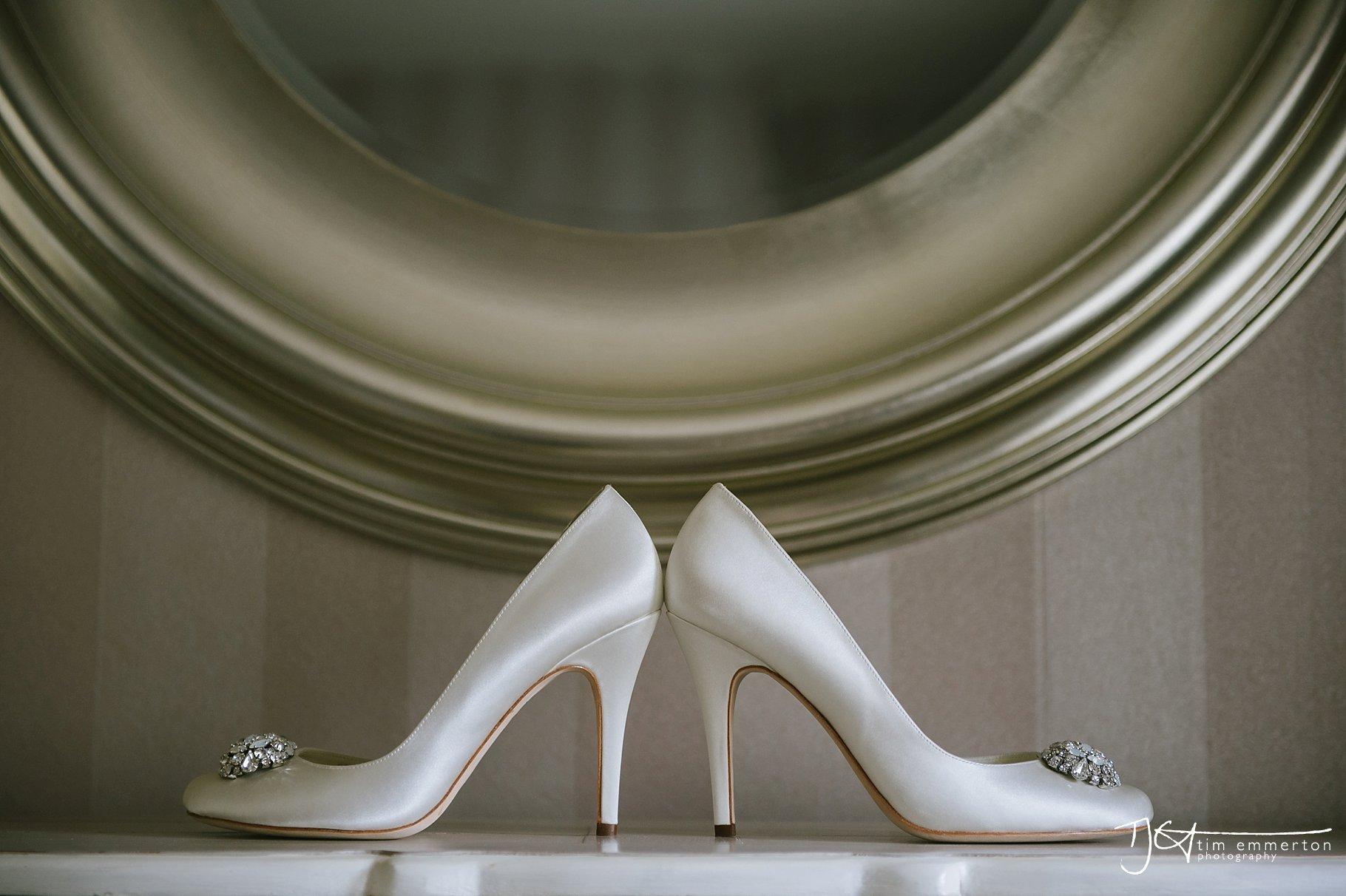 Eaves-Hall-Wedding-Photographer-005.jpg