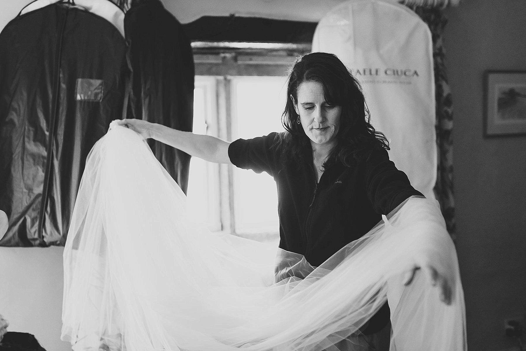 Bridesmaid moving veil in Black and White